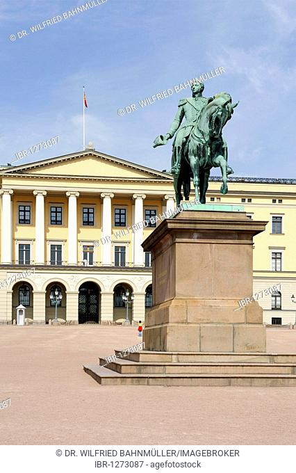 Sculpture Charles XIV John, King of Sweden, Karl III Johan, King of Norway, 1763-1844, in front of the Royal Palace, Oslo, Norway, Scandinavia, Europe