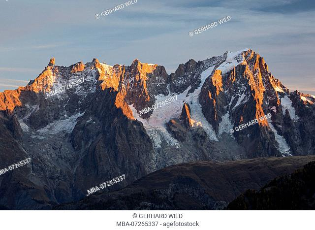 Sunrise at the Grandes Jorasses (4208m), Mont Blanc massif, Courmayeur, Aosta province, Aosta Valley, Italy