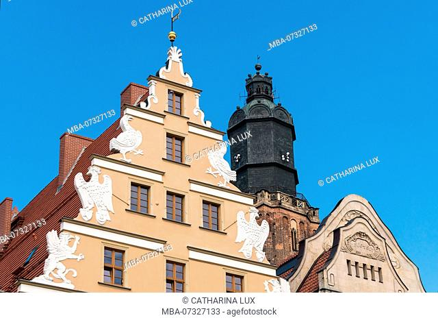 Poland, Wroclaw, old town, Rynek, patrician houses, Greifen-Haus and tower of the Elisabeth Church