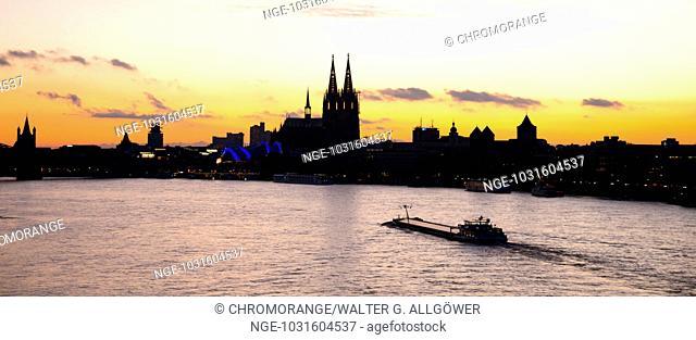 Panorama von der Zoobrücke über den Rhein in Richtung Süden, Köln, Nordrhein-Westfalen, Deutschland, Europa