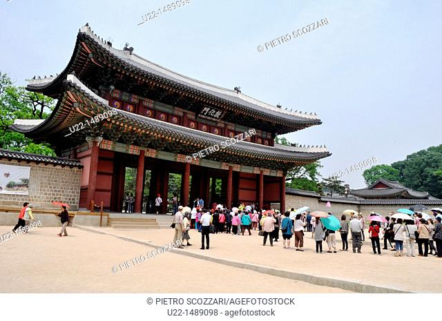 Seoul (South Korea): the entrance to the Changdeokgung Palace