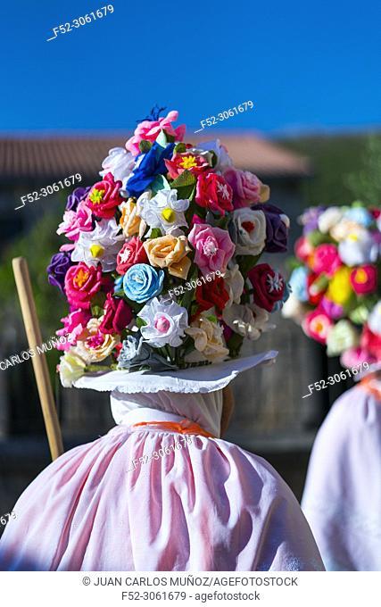 Zamarrones or Campaneros (traditional carnival characters), Los Carabeos, Arroyal, Valdeprado del Río, Comarca Campoo-Los Valles, Cantabria, Spain