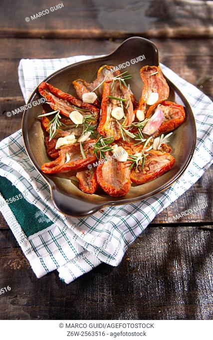 Dried tomatoes with olive oil, rosemary and garlic