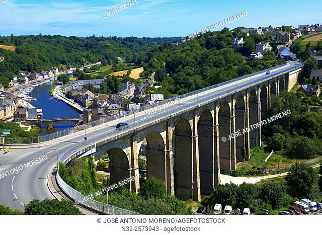 Dinan, River Rance, Harbour, Stone Bridge, Côtes d'Armor Department, Bretagne, Brittany, Chateulin distict, France