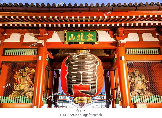 Japan, Honshu, Tokyo, Asakusa, Sensoji Temple aka Asakusa Kannon Temple, Kaminarimon Gate