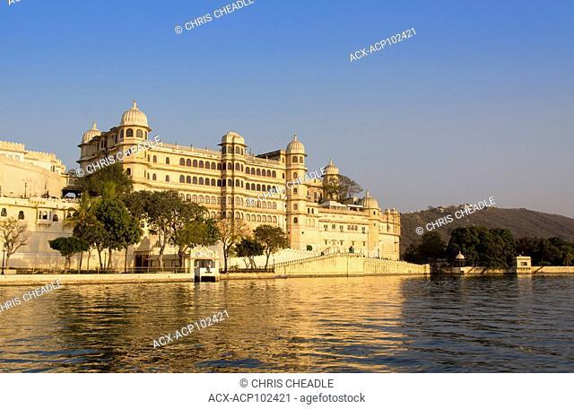 City Palace on Lake Pichola, Udaipur, Rajastan, India