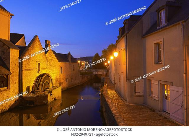 Bayeux, Water mill, Old Town, River Aure, Dusk, Normandy, Calvados, Région Basse-Normandie, France, Europe