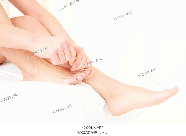 female, feet, sitting, bed, painting, toenails, cu