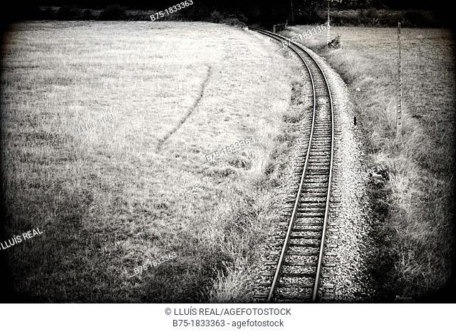 paisaje rural con via de tren en el norte de España, rural landscape with railway line in northern Spain