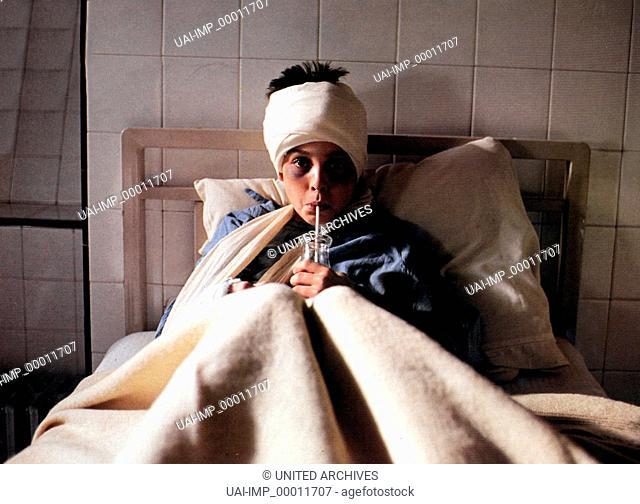 Leolo, (LEOLO) CAN-F 1991, Regie: Jean-Claude Lauzon, MAXIME COLLIN, Stichwort: Verband, Krankenbett