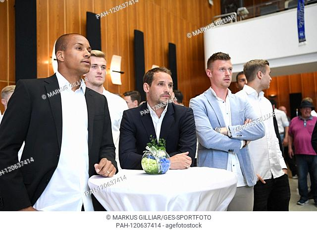 after the rise in the 2nd Bundesliga, the team of KSC was received in the city hall Karlsruhe. The players are waiting eagerly: Team captains David Pisot (KSC)