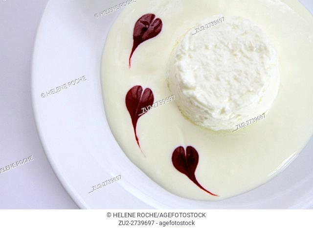 Faisselle with raspberry coulis