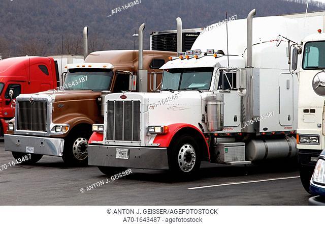 US- Trucks , parking , new york city