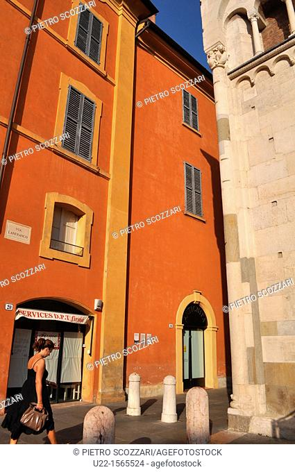 Modena (Italy): corner of the Cathedral (right)