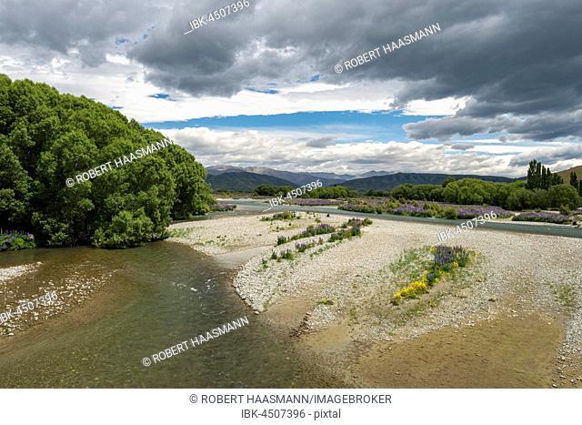 Ahuriri River near Omarama, Canterbury Region, Southland, New Zealand