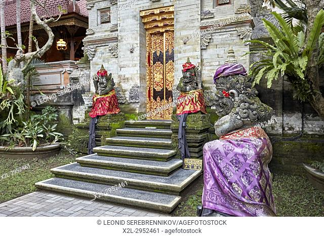 Carved stone statues in Puri Saren Agung, also known as Ubud Palace. Ubud, Bali, Indonesia