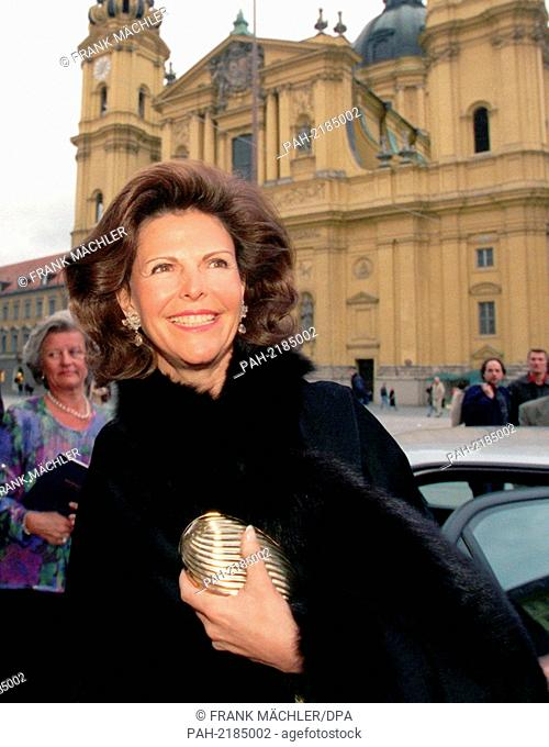 Silvia, Queen of Sweden, on a fleeting visit in Munich, Theatiner Church in background, pictured on 15th April 1999. She comes to promote a gala to the benefit...
