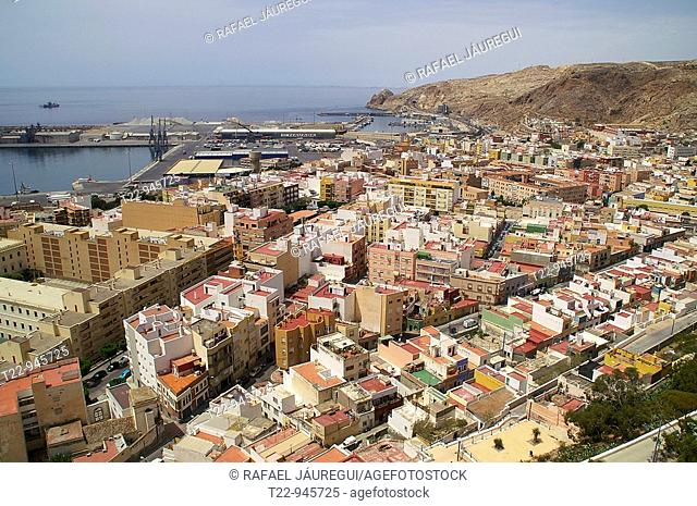 Almería España  Barrio de la Chanca desde la Alcazaba de Almería  Neighborhood of the Chanca from the Alcazaba of Almeria buscar