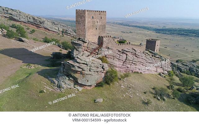 Vista con dron del Castillo de Zafra Siglo XII. Sierra de Cladereros. Campillo de Dueñas. Guadalajara