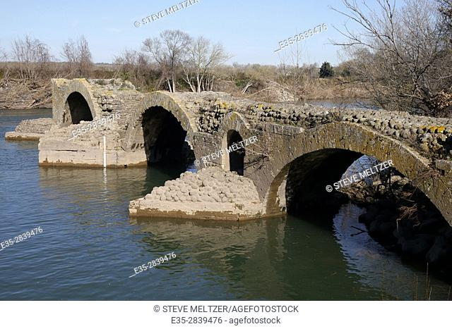 This old stone Roman bridge once crossed the herault river