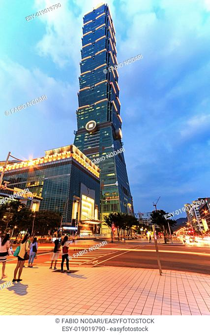 Taipei, Taiwan: Taipei 101, one of the tallest skyscraper in the world, at twilight and tourists walking nearby