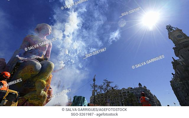 Detail of the flaw and firecrackers of the Mascletà fireworks castle, Plaza del Ayuntamiento de Valencia, Valencia, Spain