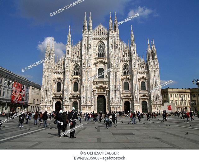 Milan cathedral with tourists, Italy, Milan, Milan