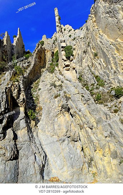 Folds in Aliaga Geopark. This exeptional geologic place is located in El Maeztrazgo, Teruel, Aragon, Spain