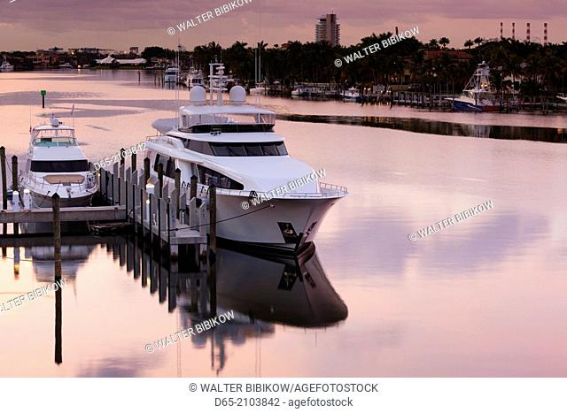 USA, Florida, Fort Lauderdale, yachts on the Intercoastal Waterway, dawn