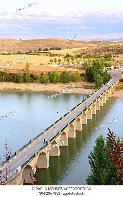 Riaza river. Linares del Arroyo dam, Maderuelo, Segovia, Spain