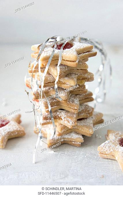 Star biscuits filled with jam