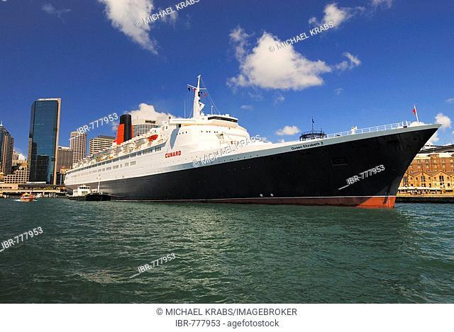 Luxury cruise ship Queen Elizabeth 2, Circular Quay, Sydney Cove, Sydney, New South Wales, Australia