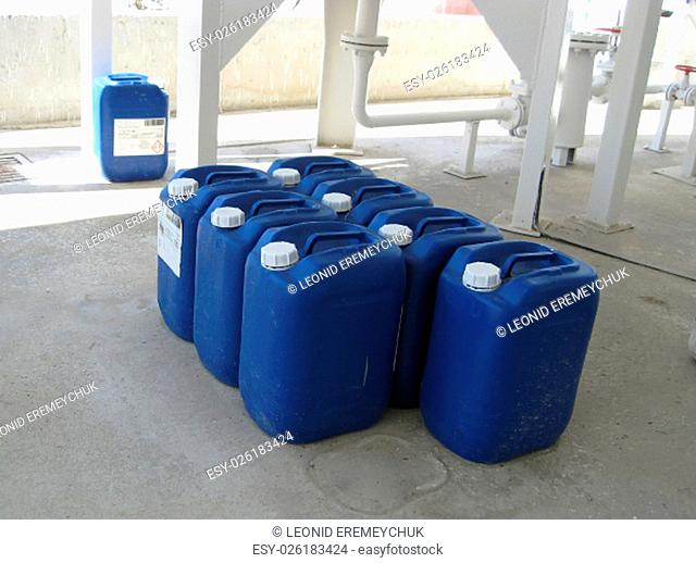 Canisters with ammonia. Equipment for primary oil refining