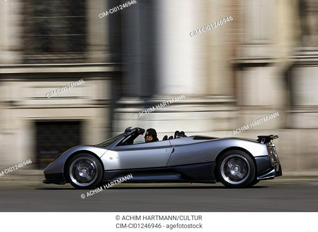 Car, Pagani Zonda S 7.3 Roadster, model year 2004-, silver, Exotic, Convertible, open top, driving, side view, City