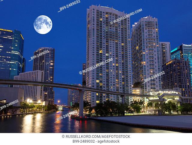 Metromover Monorail Miami River Downtown Miami Skyline Florida Usa