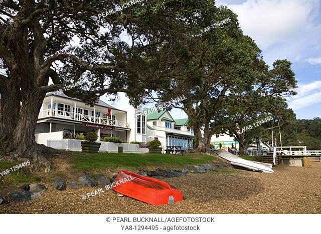The Strand, Russell, Bay of Islands, Northland, North Island, New Zealand  Commodores Lodge white colonial building on waterfront road lined with Pohutukawa...