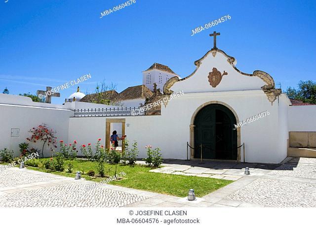Faro, small garden behind the cathedral Sé, 13. Cent., Cidade Velha, Old Town, with the so-called Capela dos Ossos / Chapel of Bones
