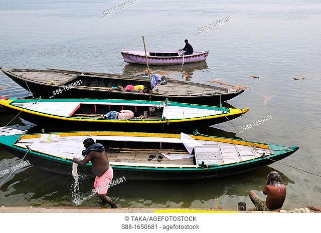 Daily life by the Ganges river
