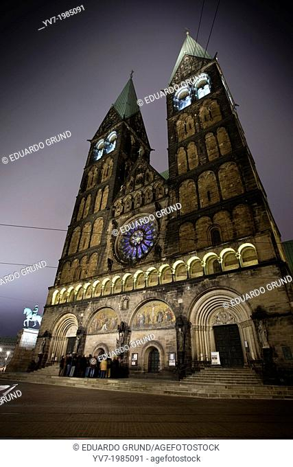 Night view of the facade of the Cathedral of St. Peter (St Petry Dom). Bremen, Germany, Europe