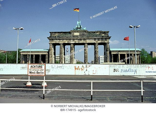 Berlin Wall and Brandenburg Gate, before 1989, Berlin, Germany