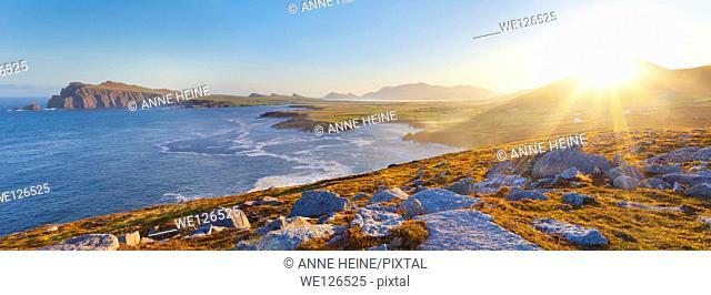 irish coastline on a clear early morning, location: dingle peninsula in co.kerry,western ireland,Waymont near Graigue,52.151437,-10.475927