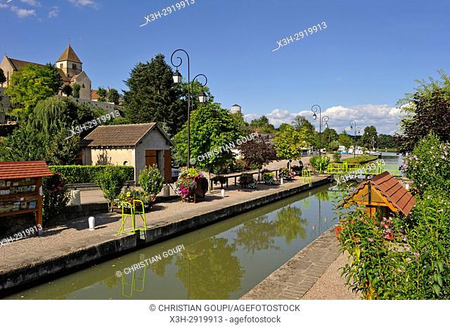 Canal du Nivernais at Cercy-la-Tour, Nievre department, Bourgogne-Franche-Comte region, France, Europe