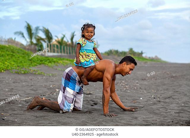 Guatemala, El Paredon, father playing with daughter