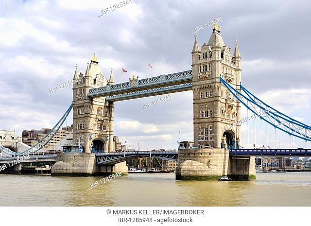 View from the south bank of the Thames on the neo-Gothic bascule bridge Tower Bridge, London, England, United Kingdom, Europe
