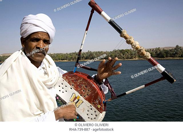 Nubian with traditional guitar beside the River Nile, Egypt, North Africa, Africa