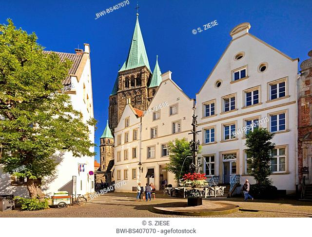St Laurentius church and market place, Germany, North Rhine-Westphalia, Muensterland, Warendorf