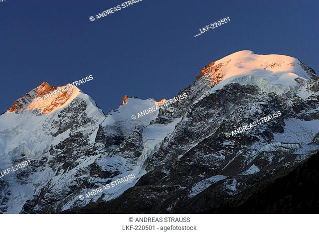 Piz Bernina with ridge Biancograt, Piz Prievlus and Piz Morteratsch in alpenglow, Berninagruppe range, Oberengadin, Engadin, Grisons, Switzerland