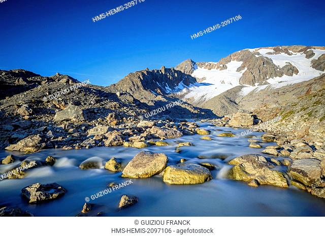 France, Isere, Parc National des Ecrins (Ecrins national park), Grandes Rousses massif in Oisans region, river starting from lake Quirlies