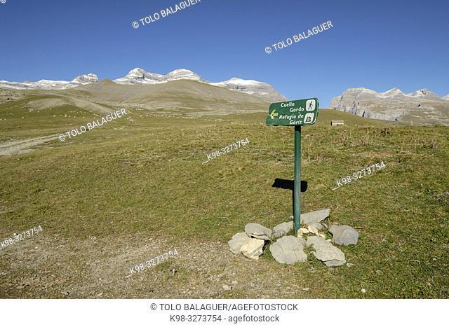 cartel frente a las cumbres, Llano Tripals, parque nacional de Ordesa y Monte Perdido, comarca del Sobrarbe, Huesca, Aragón, cordillera de los Pirineos, Spain