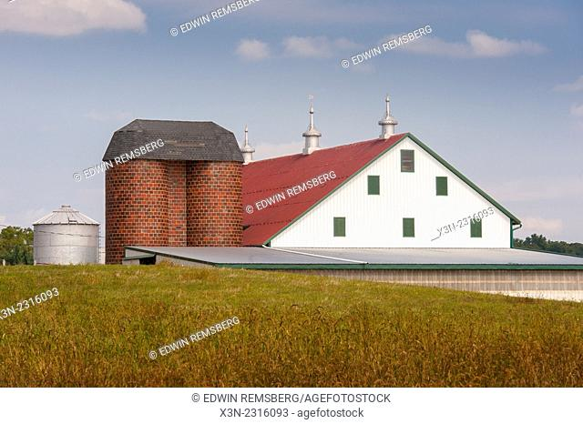 Barn and brick silos in Clear Spring, Maryland, USA